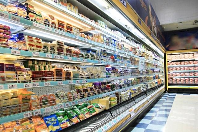 スーパーの陳列の画像